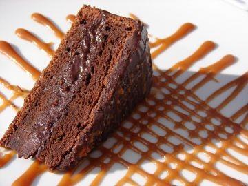 Gâteau fourré au chocolat et au caramel