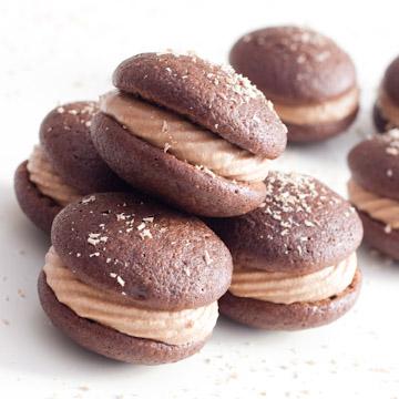 Whoopie Pies au chocolat, ganache montée au chocolat, au caramel et au citron