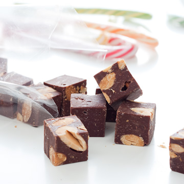 Fudge au chocolat, aux noisettes et aux amandes