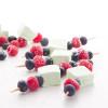 Brochettes aux guimauves et aux fruits rouges