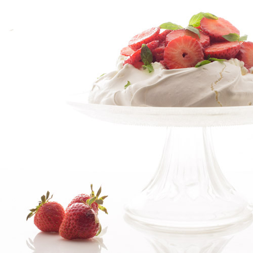 Pavlova aux fraises et au basilic