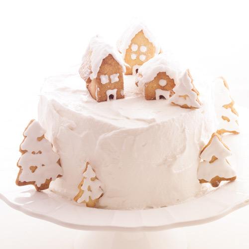 Gâteau décoré de maisonnettes en pain d'épices